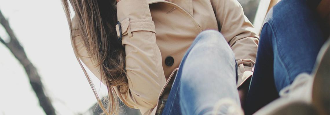 Trencz – najpopularniejszy fason płaszcza na wiosnę