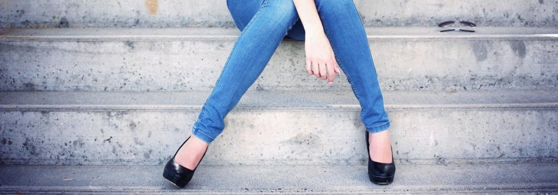 Jeansy damskie – jak znaleźć swój fason