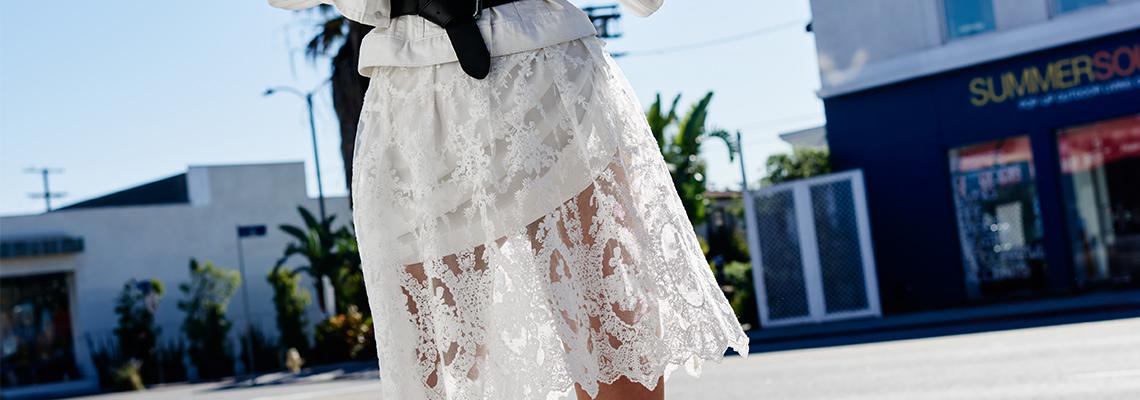 Jakie dodatki do białej sukienki? (fot. mohito, LPP)