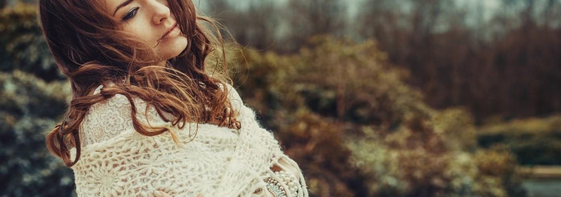 Sweter w roli głównej – łączymy faktury i tworzymy ciekawe stylizacje