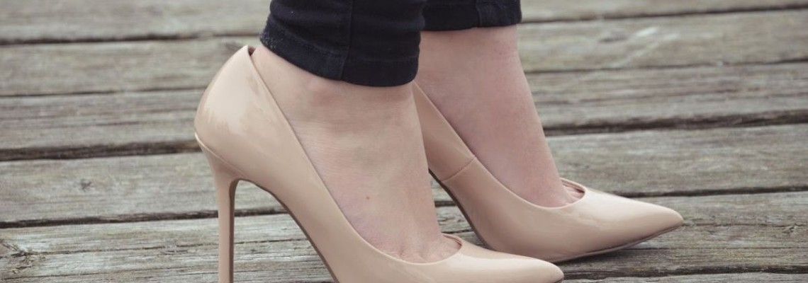 Beżowe szpilki – MUST HAVE w szafie każdej kobiety