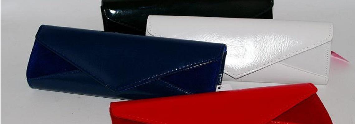 Lakierowane kopertówki idealne do wielu stylizacji