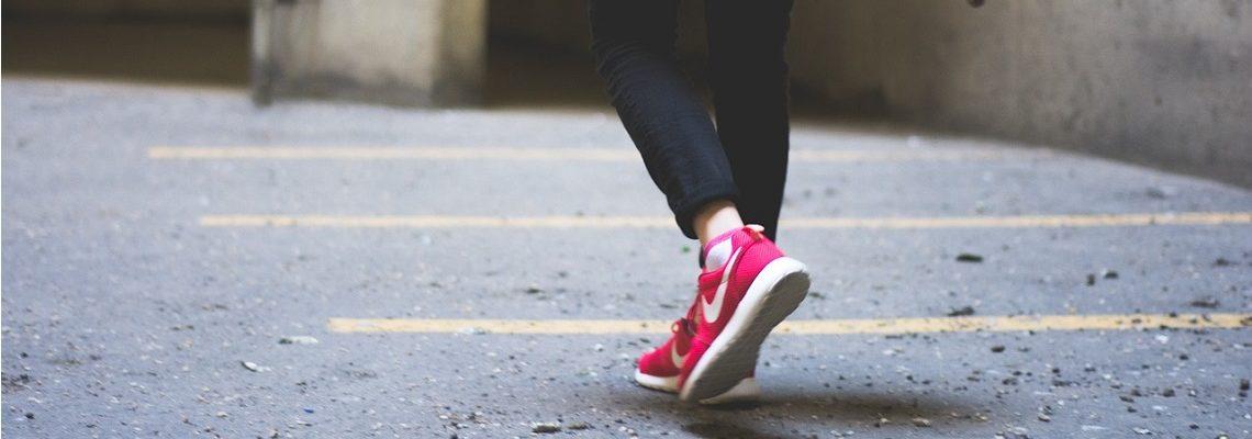 Buty sportowe – nie tylko na siłownię! Przegląd i stylizacje
